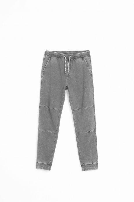 Pantaloni tricotați